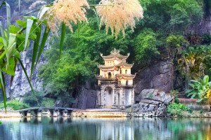 HA LONG - NINH BINH: THE WORLD HERITAGE AND FABULOUS SCENERY(STANDARD TOUR)